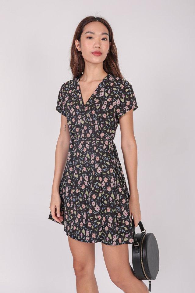 Remy Sleeved Dress (Black Florals)